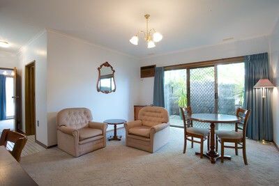Queen Spa Room and Private Lounge